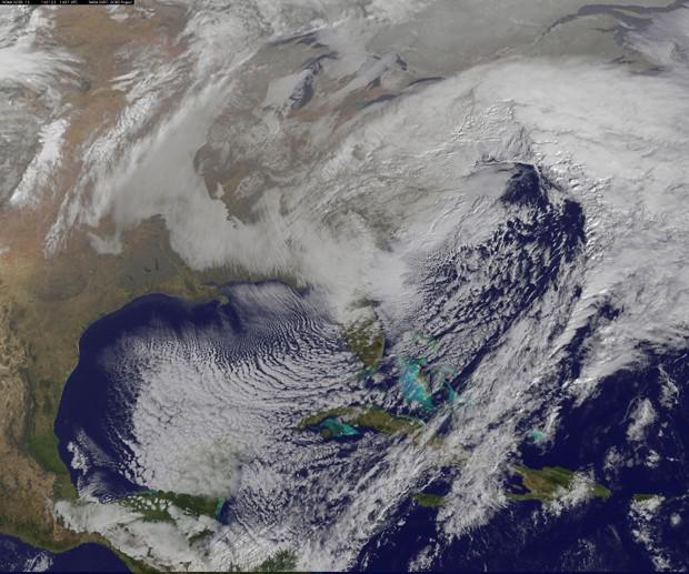 Imagem foi feita pelo satélite GOES-East, da Agência Oceânica e Atmosférica dos Estados Unidos (NOAA), neste sábado. (Foto: NASA/NOAA GOES Project)