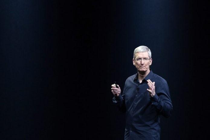 Tim Cook declarou que Apple vai melhorar alertas e autenticação em duas etapas, e continuou a negar falha no iCloud (Foto: Reprodução/Wall Street Journal)