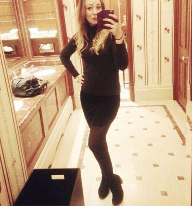Klara Dollan aos sete meses de gestação e sem barriga de grávida aparente (Foto: Reprodução)