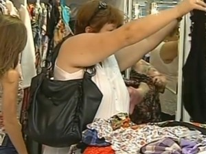 Setor de vestuário é um dos mais procurados na época segundo vice-presidente do Sincomércio (Foto: Reprodução / TV Tem)