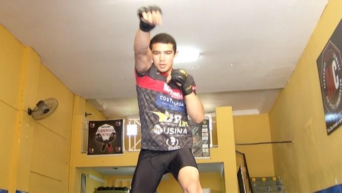 Leandro Higo treina para luta no Coliseu Extreme Fight (Foto: Reprodução/Inter TV Cabugi)