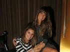 Com o pé imobilizado, Maya Gabeira badala com Daniele Suzuki