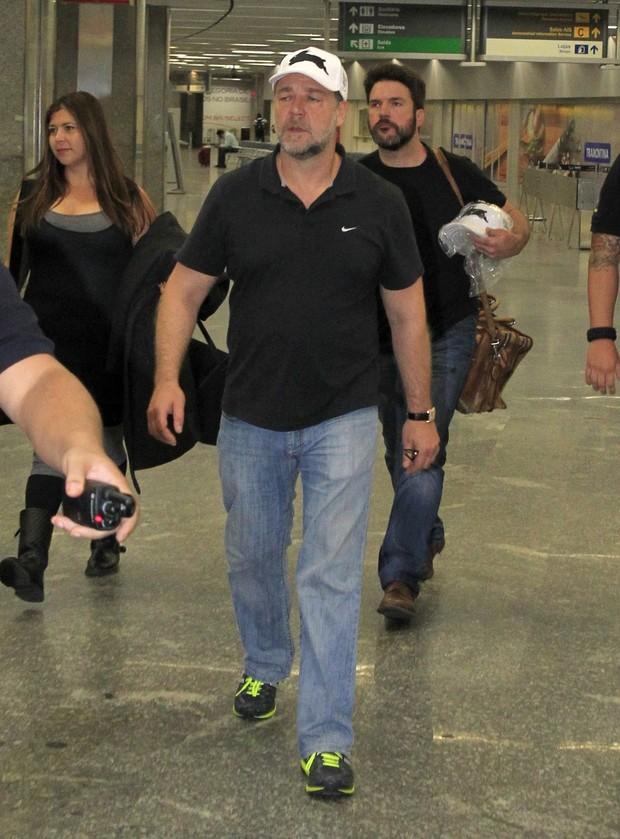 Russell Crowe chegando do Rio de Janeiro (Foto: Francisco Silva e Delson Silva/AgNews)
