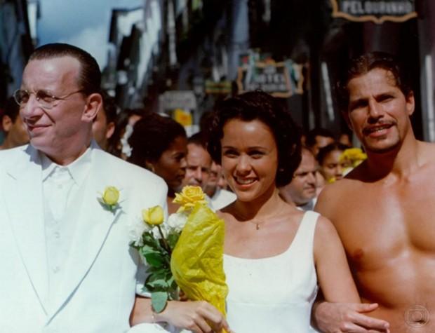 Marco Nanini, Giulia Gam e Edson Celulari na minissérie Dona Flor e seus Dois Maridos (Foto: CEDOC)