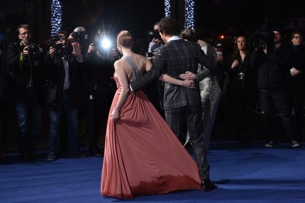 Anne Hathaway, Matthew McConaughey e Jessica Chastain na première de Instellar, em Londres (Foto: AFP)