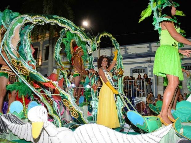 Unidos da Major Gama no desfile das escolas de samba do carnaval 2015 (Foto: Renê Márcio Carneiro/PMC)
