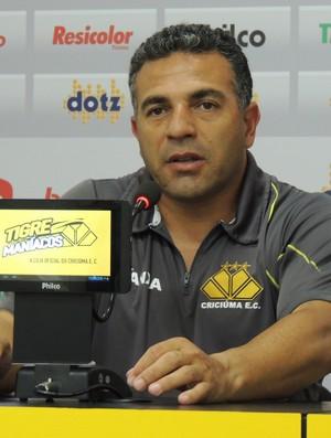 Luizinho Vieira técnico sub-20 Criciúma (Foto: João Lucas Cardoso)