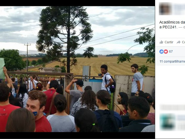 Estudantes da UTFPR em Dois Vizinhos, no sudoeste do estado, ocuparam campus nesta terça-feira (25) (Foto: Reprodução/Facebook)