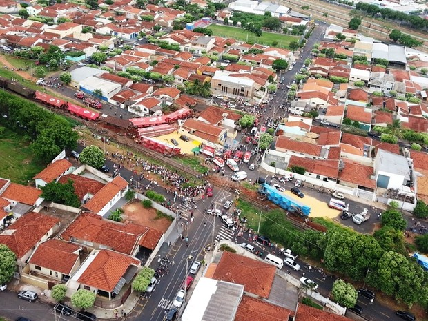 Foto aérea mostra dimensão do acidente (Foto: Polícia Militar de Rio Preto)