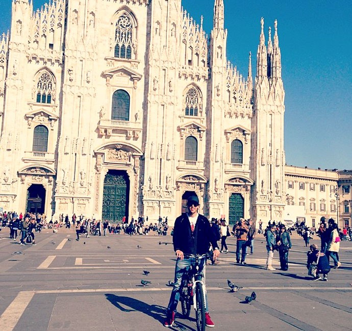 Kaká de bicicleta em Milão (Foto: Reprodução / Instagram)