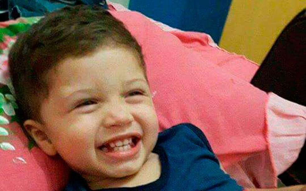 Menino de dois anos morreu após ter sido atropelado acidentalmente pelo pai (Foto: Divulgação / Polícia Civil)