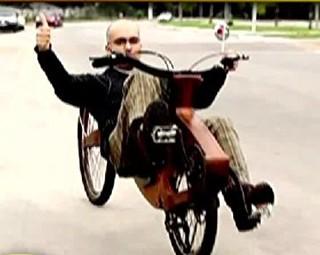 Bicicleta de madeira  (Foto: Reprodução)
