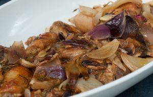Como fazer frango assado com cebola, mostarda e mel