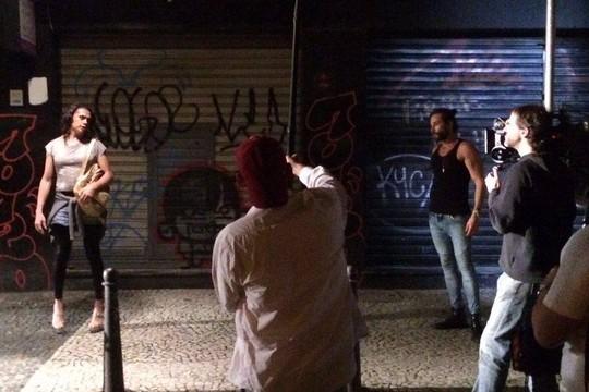 Caetano O`Maihlan e ator transsexual Silvero Pereira em cena Copa 181 (Foto: Divulgação)