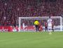 Gabriel, do Flamengo, vence enquete do lance mais bizarro de quarta-feira