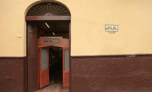A entrada lateral do Cordano: dá para os fundos do Palácio de Governo do Peru