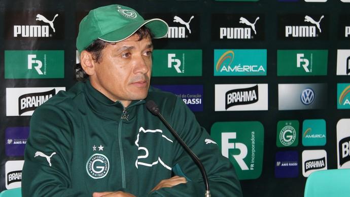Augusto César - técnico da base do Goiás (Foto: Fernando Vasconcelos / Globoesporte.com)