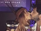 Primeiro beijo de 2017! Famosos curtem virada de ano romântica