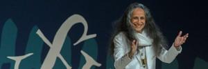 Maria Bethânia recita Pessoa  na mesa mais concorrida da Flip (Flavio Moraes/G1)