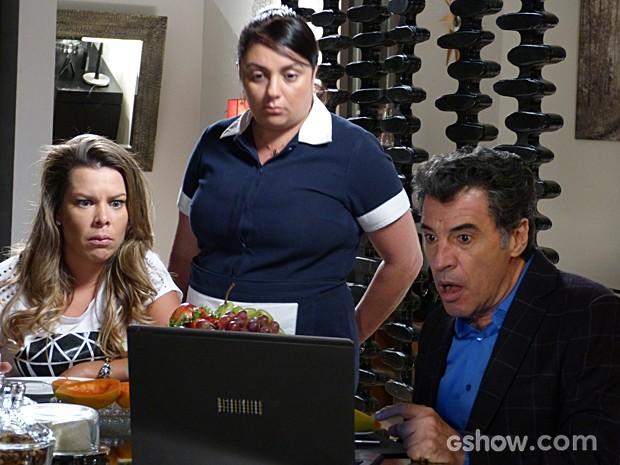 Caetano, Bernadete e Soraia chocados com o vídeo de Benita  (Foto: Malhação / TV Globo)