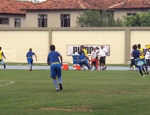 Loco Abreu treino botafogo (Foto: André Casado / Globoesporte.com)