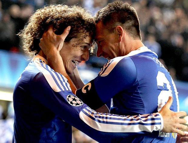 John Terry e David Luiz comemoram gol do Chelsea contra o Napoli (Foto: Getty Images)