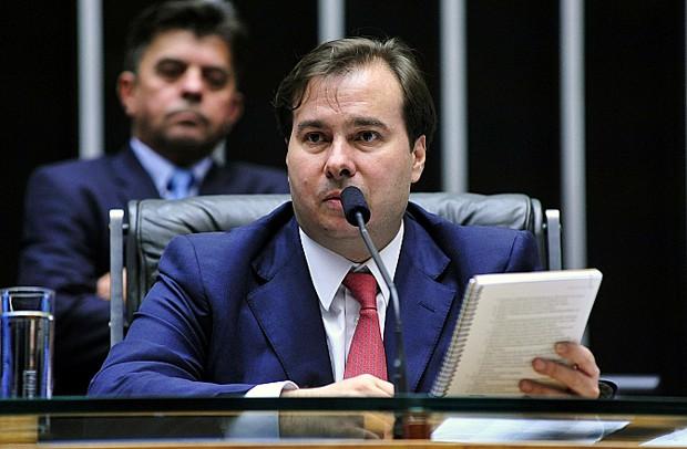 O presidente da Câmara, Rodrigo Maia (DEM-RJ), comanda sessão no plenário da Casa (Foto: Luis Macedo / Câmara dos Deputados)
