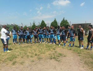 Cícero Silva e seus jogadores no treina desta quarta-feira (Foto: Verônica Martucci)