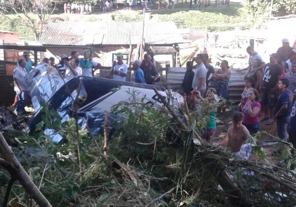 Avião caiu na zona norte de Sorocaba nesta sexta-feira (Foto: Fátima Souza/Arquivo Pessoal)
