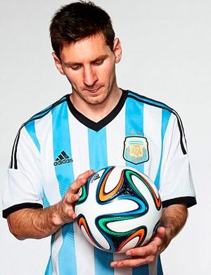 bola Brazuca Messi (Foto: Divulgação / Adidas)