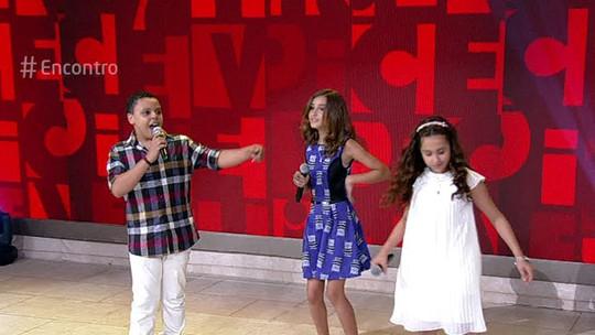 'The Voice Kids': Ana Beatriz Torres, Luna Bandeira e Ryandro Campos cantam no 'Encontro'