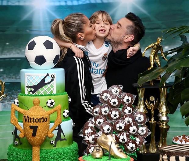 Adriane Galisteu, Alexandre Iódice e o filho, Vittório (Foto: Manuela Scarpa/Brazil News)