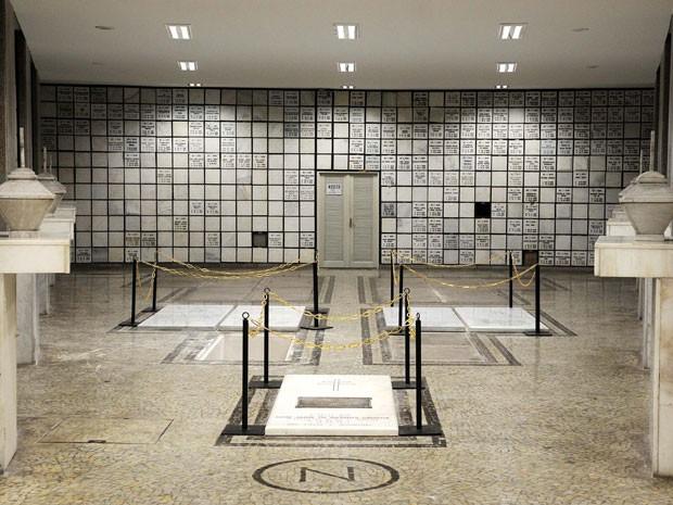 Cripta onde dom Eugenio será sepultado na Catedral do Rio (Foto: Carolina Lauriano/G1)