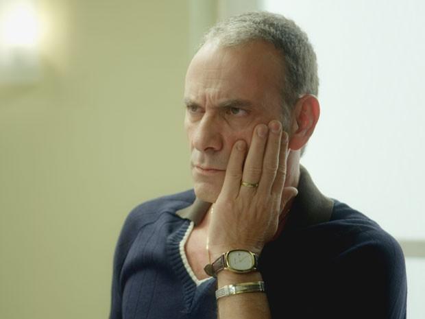 Fernando leva um soco no rosto  (Foto: Boogie Oogie/TV Globo)