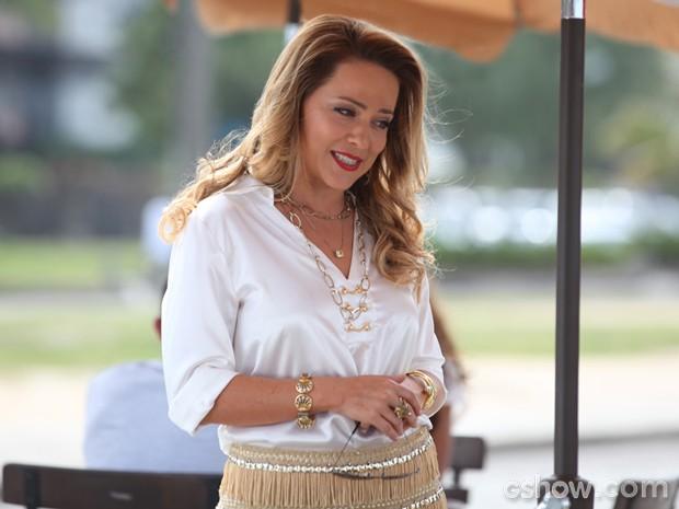 Shirley aproveita encontro com Helena e alfineta a rival (Foto: Carol Caminha/ TV Globo)