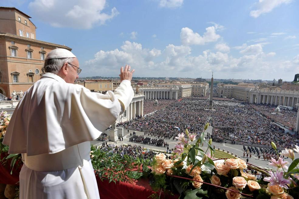 """Papa Francisco durante sua tradicional bênção """"Urbi et Orbi"""