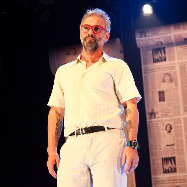 Mateus Carrieri em cena do espetáculo 'Lili Carabina' (Foto: Marcos Ribas/Brazil News)