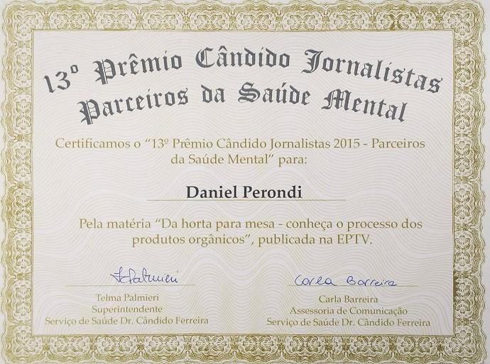 Daniel Perondi e os demais membros da equipe do Mais Caminhos foram premiados com certificado (Foto: reprodução EPTV)