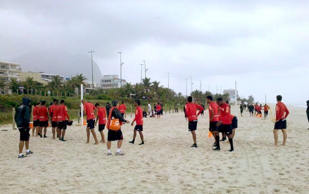treino do Flamengo na praia (Foto: Richard Souza / Globoesporte.com)