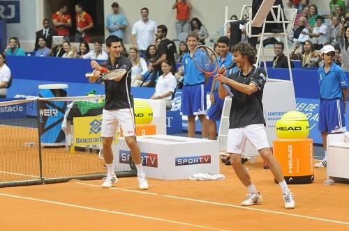 Foto (Foto: Djokovic e Guga dançando a música 'Gangna Style' - Rosane Bekierman)