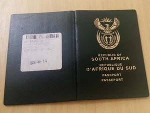Passaporte original é da África do Sul e foi apreendido pela PF em Campinas (Foto: Polícia Federal)