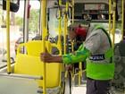 Campanha da Prefeitura de SP coloca motorista de ônibus no lugar do idoso