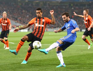 Alex Teixeira e Juan Mata, Shakhtar Donetsk e Chelsea (Foto: Getty Images)