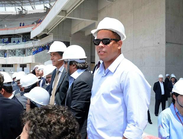 ronaldo visita fifa arena pernambuco (Foto: Aldo Carneiro / Pernambuco Press)