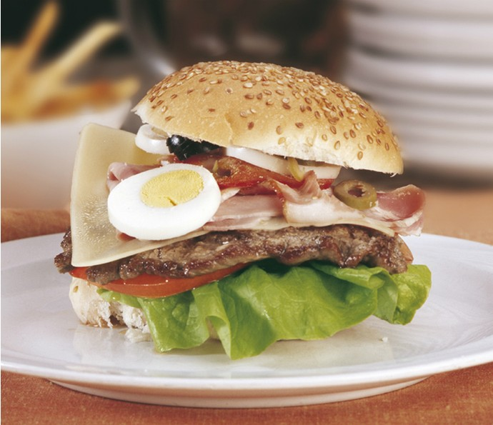 O chivito é um dos sanduíches mais famosos (Foto: Divulgação)
