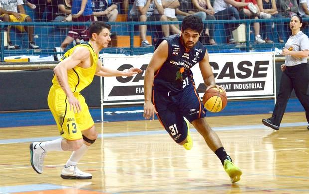Andrezão, pivô do Bauru Basquete, contra a LSB, pelo Paulista (Foto: Caio Casagrande / Bauru Basket)
