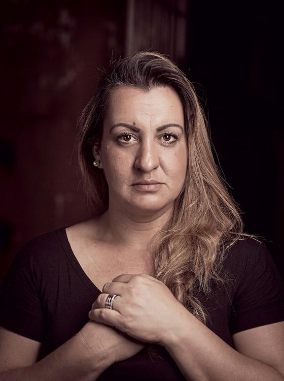 Priscila Machado, filha da paciente que esperou 37 dias por uma UTI  (Foto: Julia Rodrigues/ÉPOCA)
