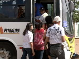 Passageiros reclamam da má conservação dos ônibus de Petrolina, PE (Foto: Reprodução/TV Grande Rio)