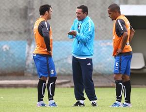 Luxa irá escolher entre Kleber (D) e Welliton como companheiro de Barcos (Foto: Lucas Uebel/Grêmio FBPA)