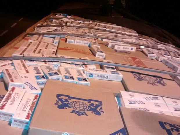 Carga de cigarros contrabandeados vinha do Paraguay (Foto: Digulgação/ Polícia Rodoviária)